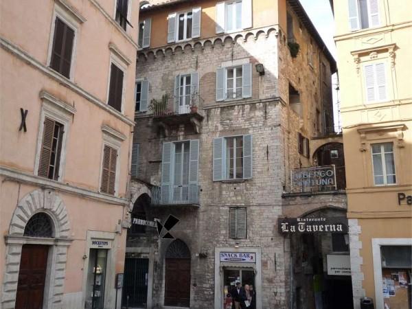 Negozio in affitto a perugia centro storico di pregio 35 for Affitto ufficio roma centro storico