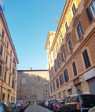 ROMA TERMINI - LOCALE C1 CON PORTA FRONTE STRADA