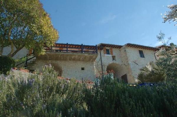 Pigge di Trevi, casaletto indipendente con giardino. Panoramicissimo