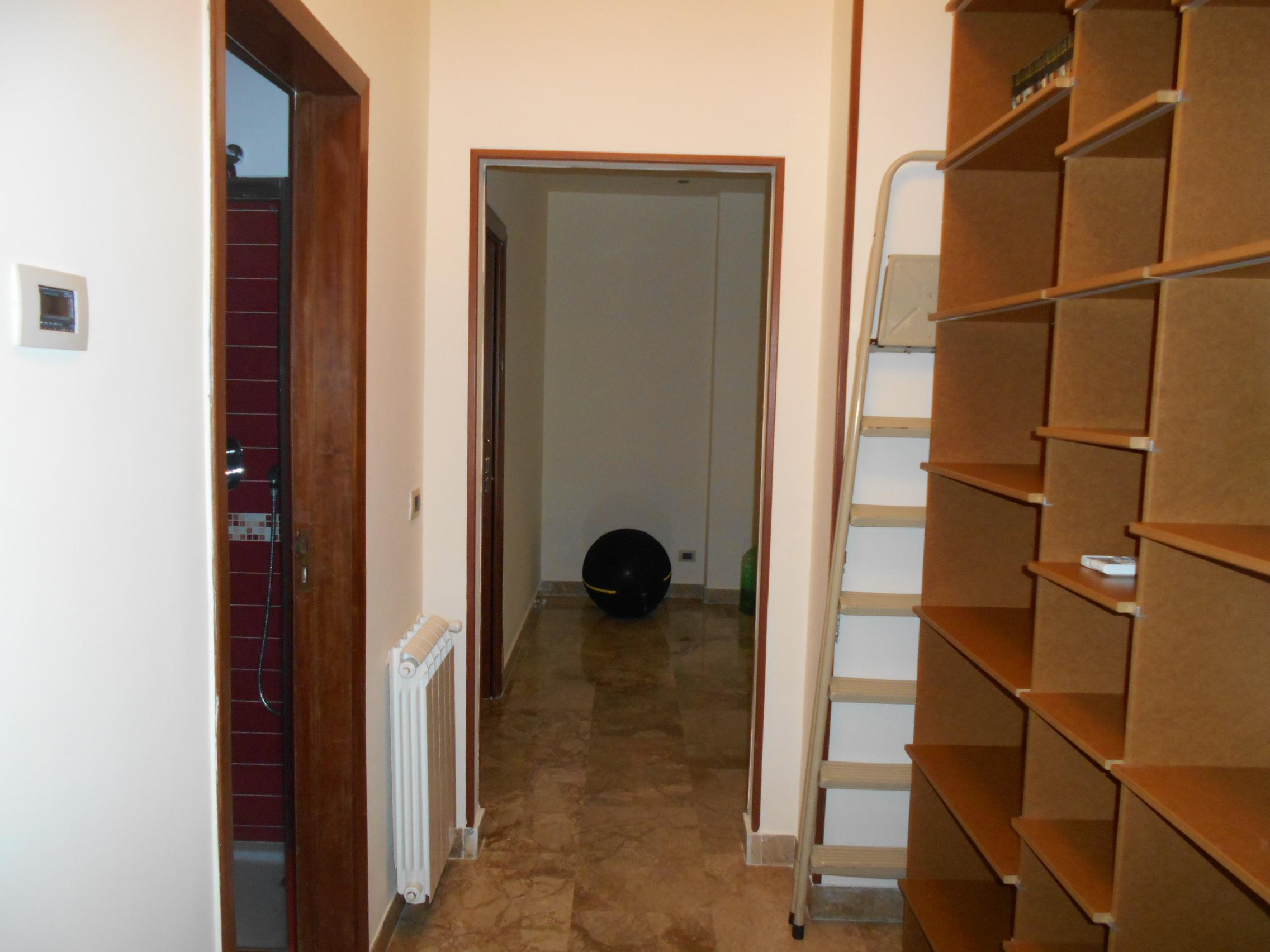 Negozi in affitto a messina in zona centro storico cerca for Centro lombardo mobili