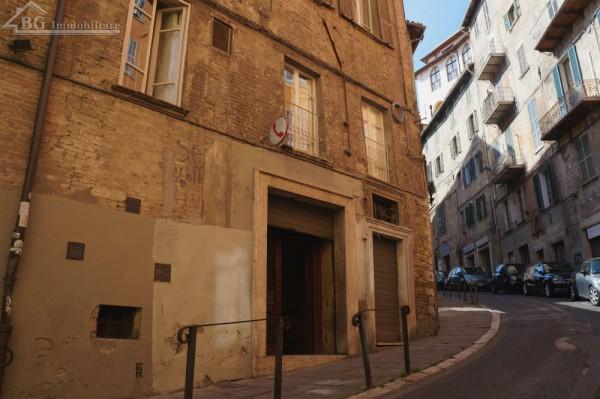 Locale Commerciale  in vendita a Perugia, Centro Storico Di Pregio, 140 mq.