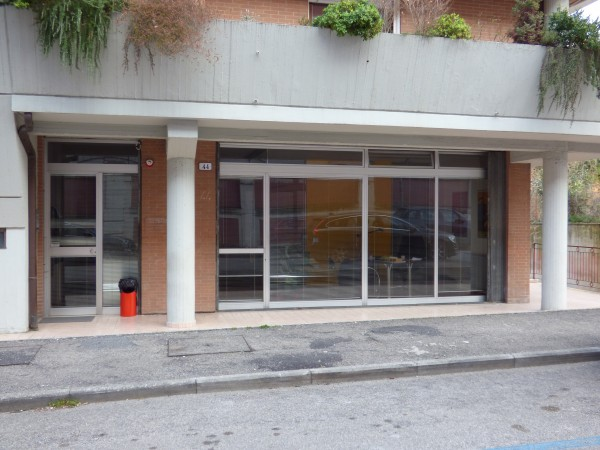 Affitto locale commerciale a Spoleto - Via Cerquiglia