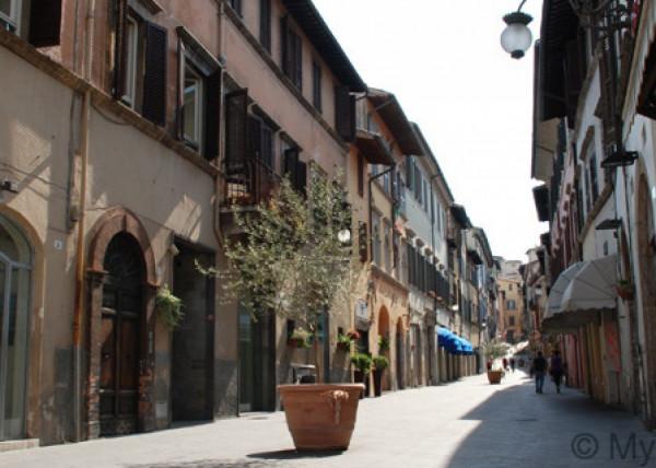 Affitto locale commerciale a Spoleto - Corso Garibaldi (rif. 2115)