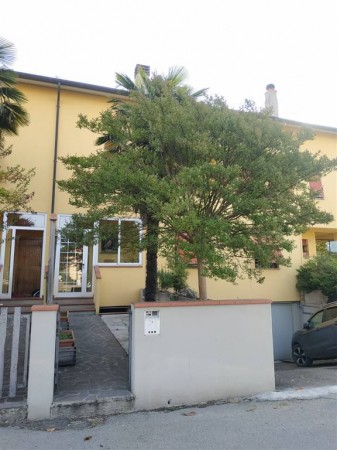 Appartamento in vendita a Città di Castello, Graticole, Con giardino, 203 mq.
