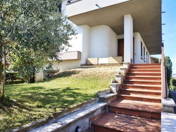 Villa in vendita a Città di Castello, Con giardino, 350 mq.