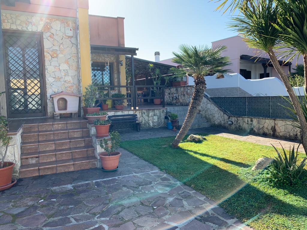 Villa Affiancata - Schiera, via Merine, zona chiatante, Vendita - Lecce (LE)