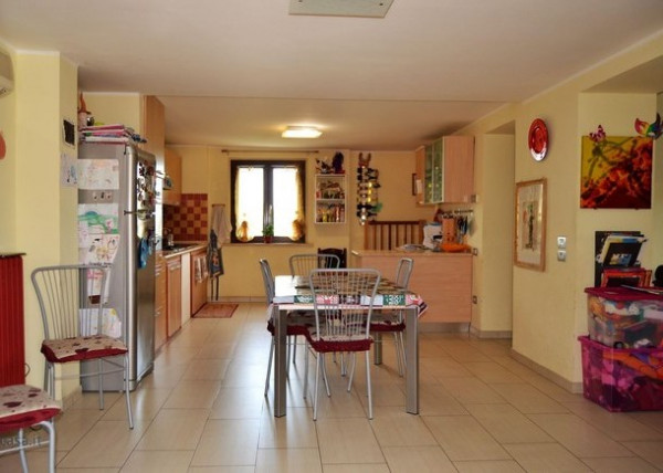 Locale Commerciale  in vendita a Marsciano, Papiano, 250 mq. img