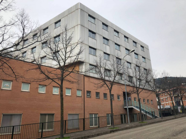 Ufficio in affitto a Corciano, Ellera Umbra, 215 mq.