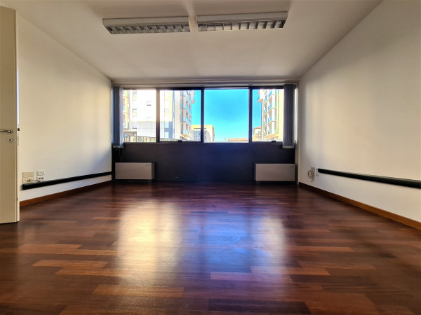 Ufficio in affitto a Perugia, Madonna Alta, 100 mq.