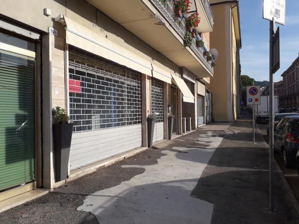 Locale Commerciale  in vendita a Spoleto, Centro, 65 mq.